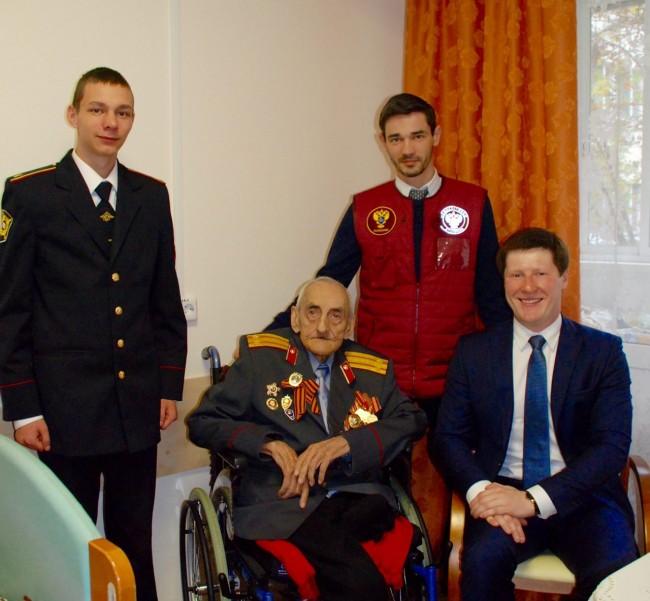 Сотрудники полиции Западного округа поздравили ветерана Великой Отечественной войны