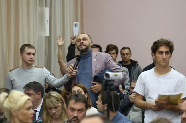 Префект округа Алексей Александров отвечает на вопросы жителей