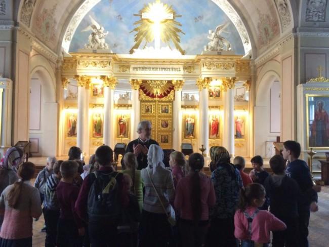 Воспитанники Воскресной школы храма Сергия Радонежского в Солнцево побывали в храмах Москвы