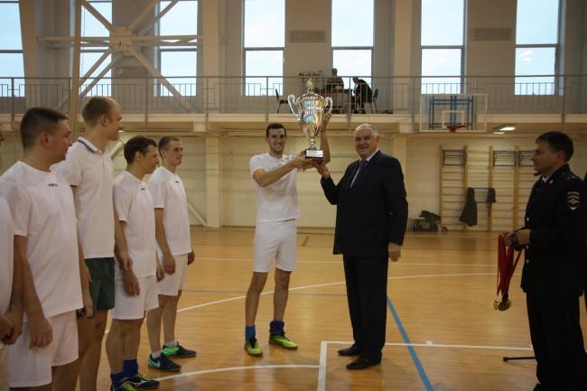Начальник УВД по ЗАО вручил кубок и награды победителям турнира по мини-футболу
