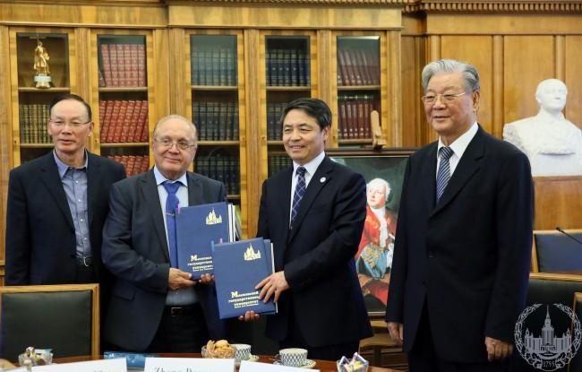 В МГУ прошла встреча с делегацией из Китая