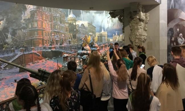 Музей Победы посетили школьники Камчатки