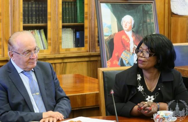 МГУ посетила делегация из Замбии