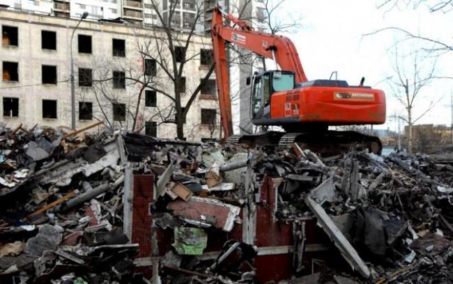 В ЗАО начался демонтаж очередной пятиэтажки первого периода индустриального домостроения