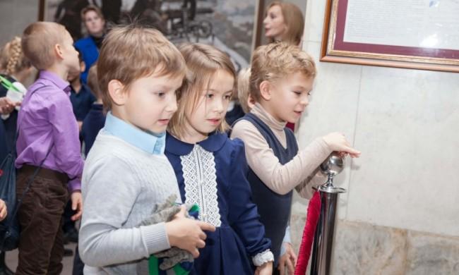 Первоклашки школы №480 впервые побывали в Музее Победы