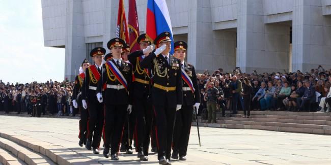 Московские кадеты несут вахту на Поклонной горе
