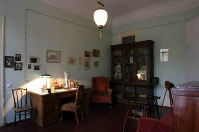 Мемориальный кабинет Анны Ахматовой откроют в 2018 г. в библиотеке №197, которая носит имя поэтессы