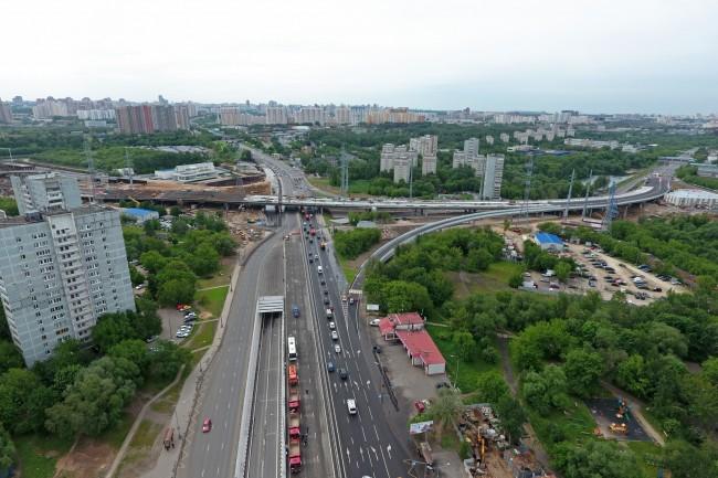Завершаются монтажные работы на строительстве развязки Аминьевского шоссе с улицей Генерала Дорохова