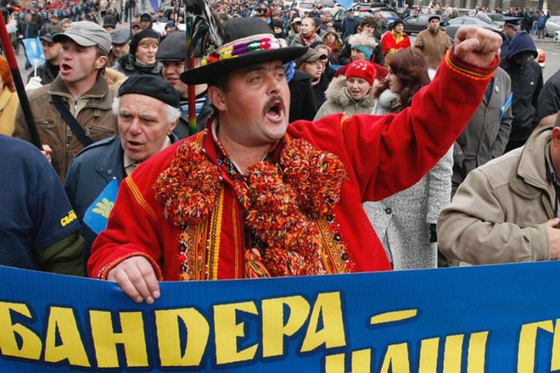 Tygodnik Powszechny: Украине придется выбирать — или Европа, или Бандера