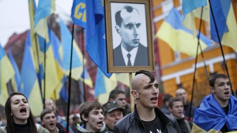 Левый берег: Порошенко просят вернуть Бандере и Шухевичу звание героев