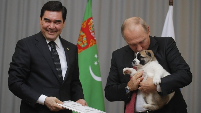 Daily Mail: Путин расцеловал подарок туркменского лидера