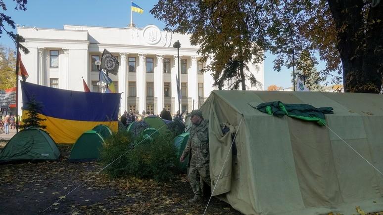 СТРАНА.ua: Саакашвили поселился в палатке в центре Киева