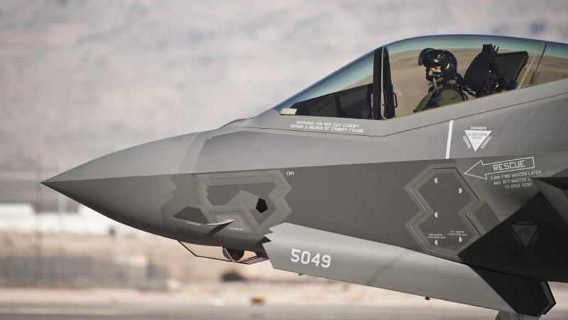 Эксперт объяснил, в чем российский истребитель Су-57 превосходит американский F-35