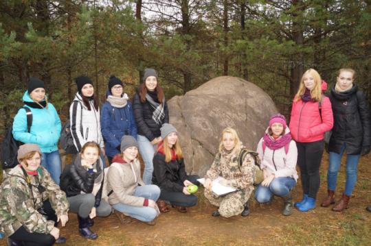 Ученые ВятГУ приняли участие в экспедиции в Котельничский район к месту расположения Жуковлянских валунов