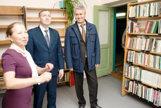 Рахим Азимов проверил ход реализации проекта «Местный дом культуры» в Зуевском и Фаленском районах
