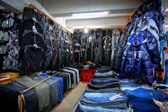 В 2018 году в России может подешеветь одежда