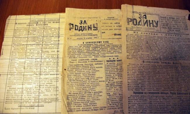 Жительница Саратова передала в дар Музею Победы подшивку партизанских газет