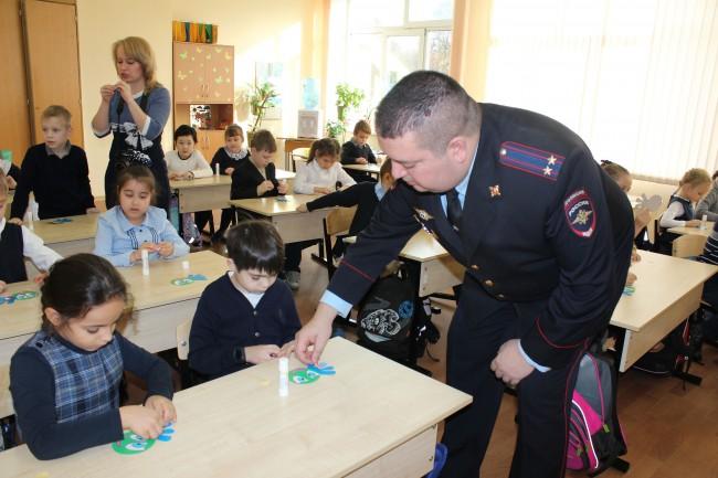 Заместитель командира ГИБДД ЗАО принял участие в акции «Засветись - стань заметен на дороге»!