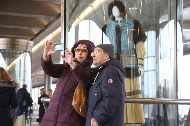 На станции «Воробьёвы горы» открылась выставка культуры Якутии