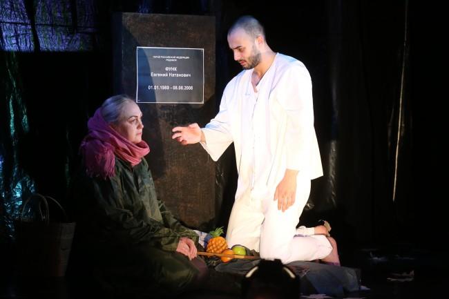 На Западе Москвы состоялась премьера спектакля «Мама, я умер в августе»