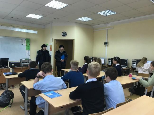 Сотрудники ГИБДД ЗАО и инспекторы по делам несовершеннолетних провели «Уроки безопасности» в школах