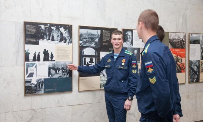 7 ноября в Музее Победы открылась выставка «С парада – на фронт»