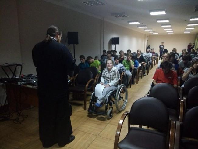 Клирик храма Знамения в Кунцеве провел беседу с воспитанниками центра «Наш дом»