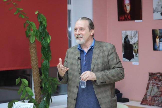 В Библиотеке №217 состоялась встреча с писателем Александром Кондрашовым