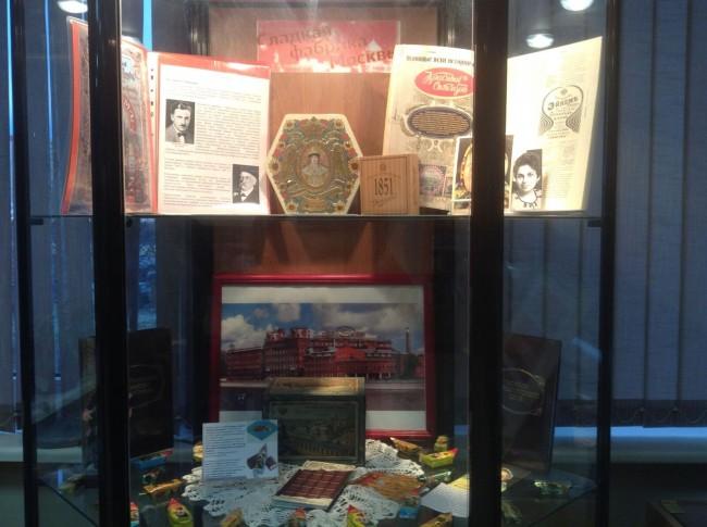 В библиотеке № 221 проходит выставка «Сладкая фабрика Москвы»