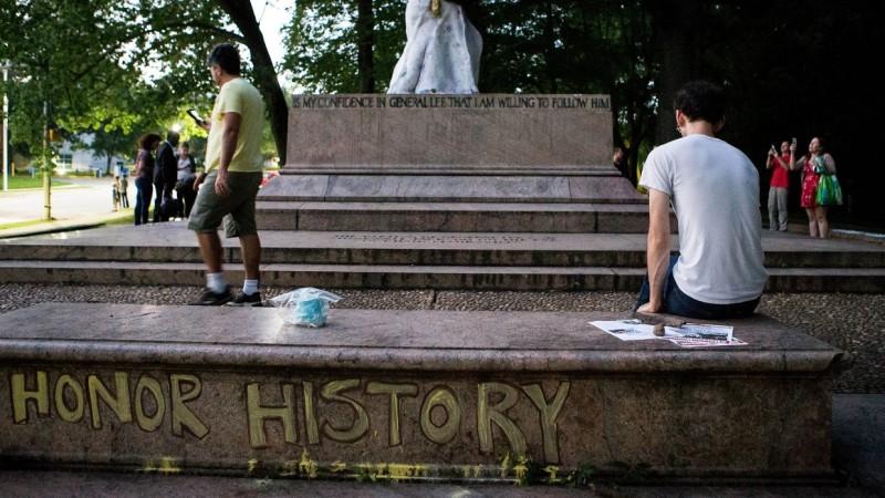 Россия и США в 2017 году: какая из стран на самом деле чтит память революции