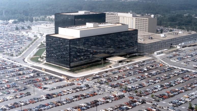 New Yorker: «российское вмешательство» — очередной провал американских спецслужб