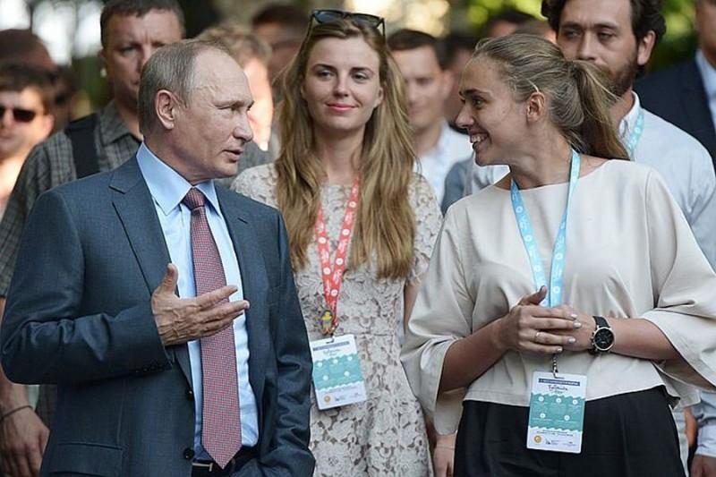 """Reuters: Путин """"ставит на крыло"""" молодых"""