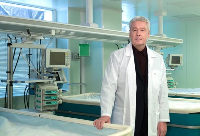 Собянин заложил капсулу на месте строительства неонатального центра роддома №4