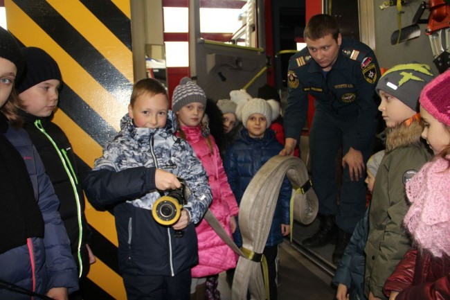 Учащиеся школы № 1400 побывали в пожарной части