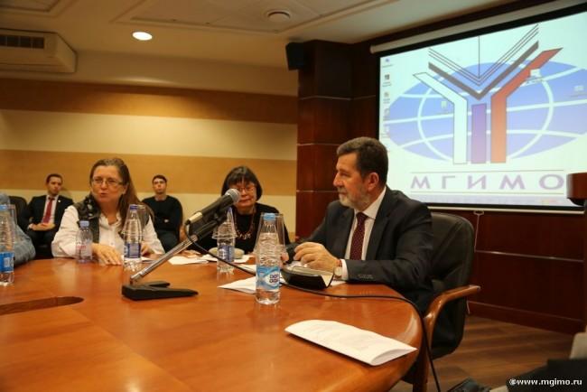 В МГИМО прошел круглый стол с участием посла Сербии Славенко Терзича