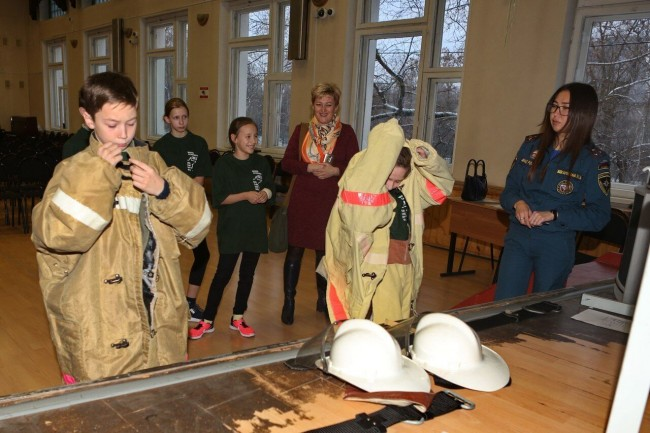 В школе № 97 лихо «закрутили» «Колесо пожарной безопасности»