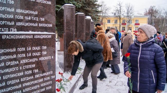 Во Внуково почтили память погибших лётчиков