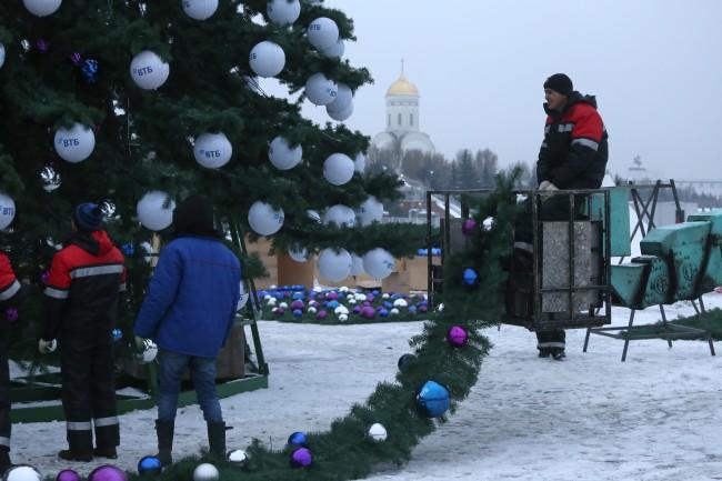 Монтаж новогодней елки