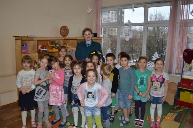 Воспитанники  дошкольного отделения № 5 школы № 1542 узнали о героических профессиях
