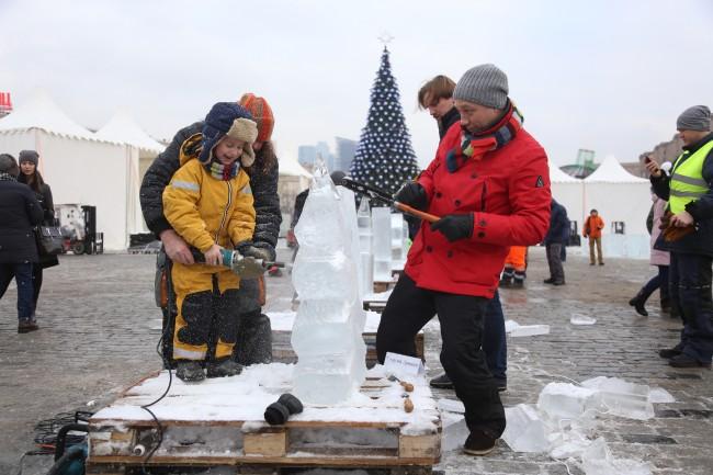 Звезды театра и кино провели мастер-класс по созданию ледяных скульптур в Парке Победы