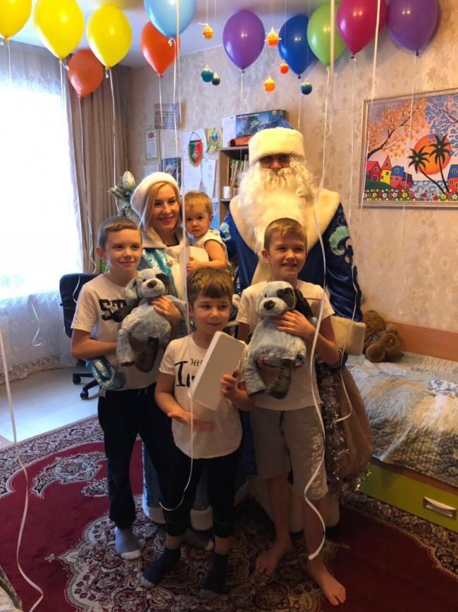 Сотрудники ЛО МВД России в аэропорту Внуково поздравили ребят Центра «Берег надежды» с Новым годом!