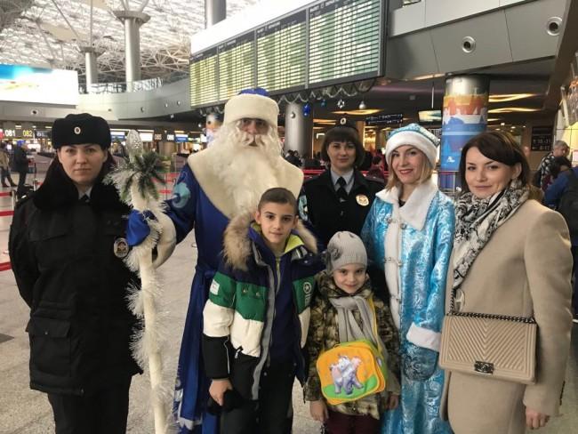 Всероссийская акция «Полицейский дед Мороз» в аэропорту Внуково!