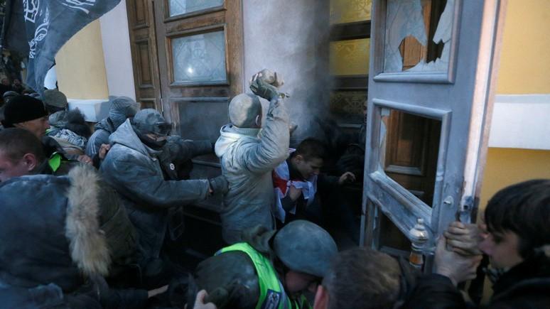 УП: попытку сторонников Саакашвили штурмовать Октябрьский дворец осудили послы Канады и Великобритании