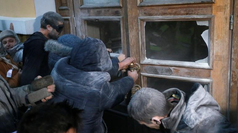 Обозреватель: Саакашвили открестился от штурма Октябрьского дворца