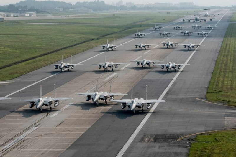 """The Times (Великобритания):В страхе перед """"возрождающейся Россией"""", США расширяют авиабазы в Европе"""