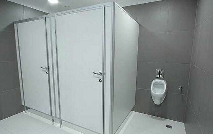 Где купить перегородки для туалета и душа